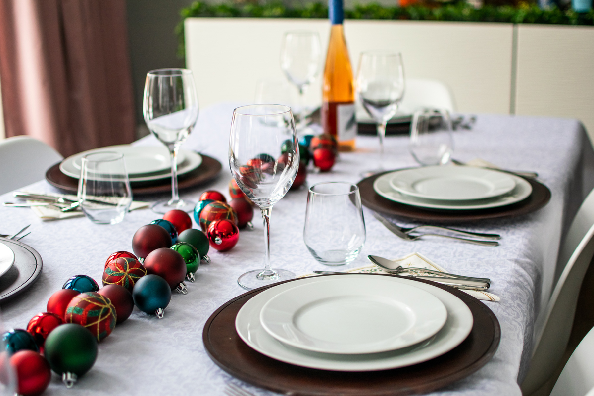 formal holiday dinner party place settings, formal holiday dinner party, formal christmas dinner, how to set your table for christmas dinner