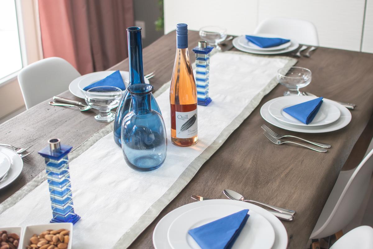 Hanukkah Tablescape, Hanukkah Table Design, Hanukkah Dinner table designs, Hanukkah Dinner Party Decor