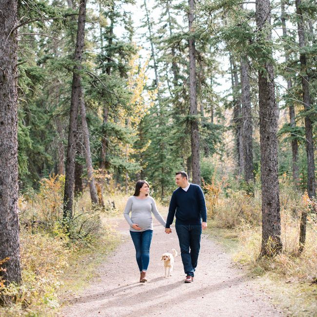 mountain getaway, canadian girl, canadian editorial, being canadian, what does it mean to be canadian, maternity photos, outdoor maternity photo, corinna walker photography, yyc lifestyle photographer