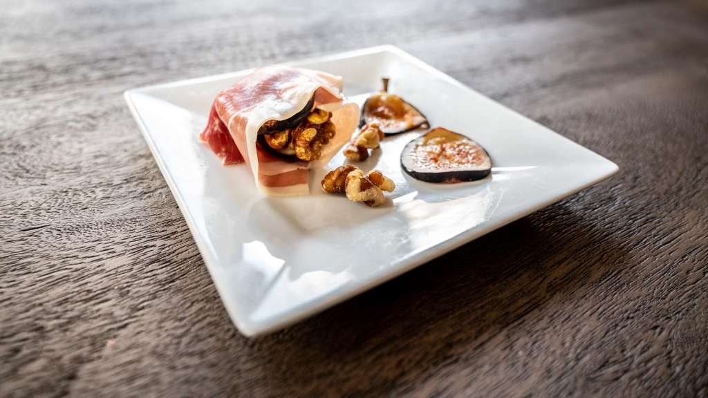 easy appetizer ideas, fig goat cheese, prosciutto walnuts, easy fig appetizers, what to make with prosciutto, goat cheese appetizer, holiday appetizer ideas, holiday food ideas, holiday party foods, Boursin cheese, goat cheese, fresh figs