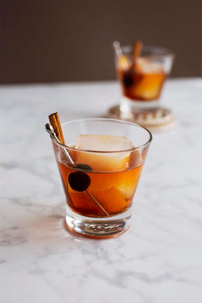 old fashioned recipe, how to make an old fashioned, holiday old fashioned, festive cocktail ideas, whiskey cocktail, bourbon cocktail, mad men cocktails, maple walnut old fashioned, spiced old fashioned, fun old fashioned recipes, new old fashioned recipes