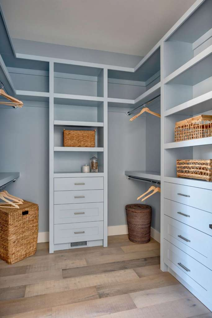 how to decorate with colour, decorate with color, blue accent wall, accent wall color, accent paint color, bright paint color, deep paint color, how to use dark paint colours, dramatic paint colors, best navy for bedroom, navy blue accents home, navy blue accent wall, DIY Board and baton, barn door inspo, barn door inspiration, home inspo, colorful home inspiration, colourful home inspo, paint color ideas, best blue paint colors bedroom, best blue paint colors living room, painted cabinets, blue kitchen, bright colors bedroom, painted walk in closet, walk in closet inspo, built in inspo, custom built in ideas