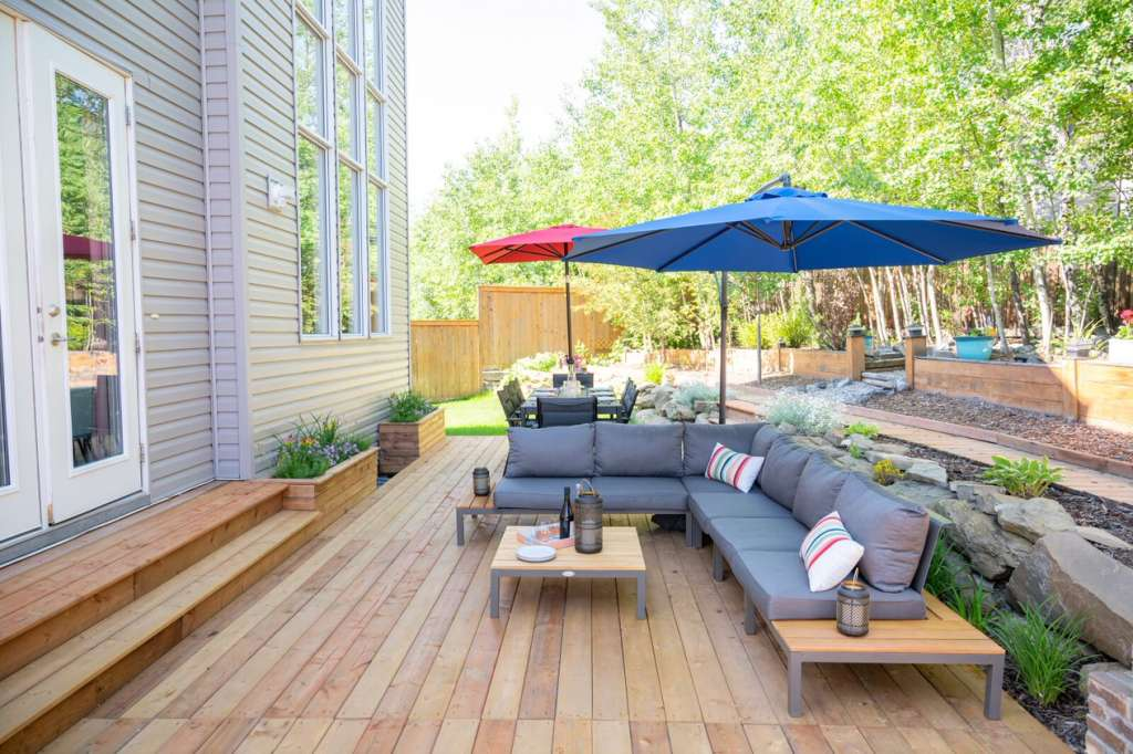 outdoor deck with patio furniture