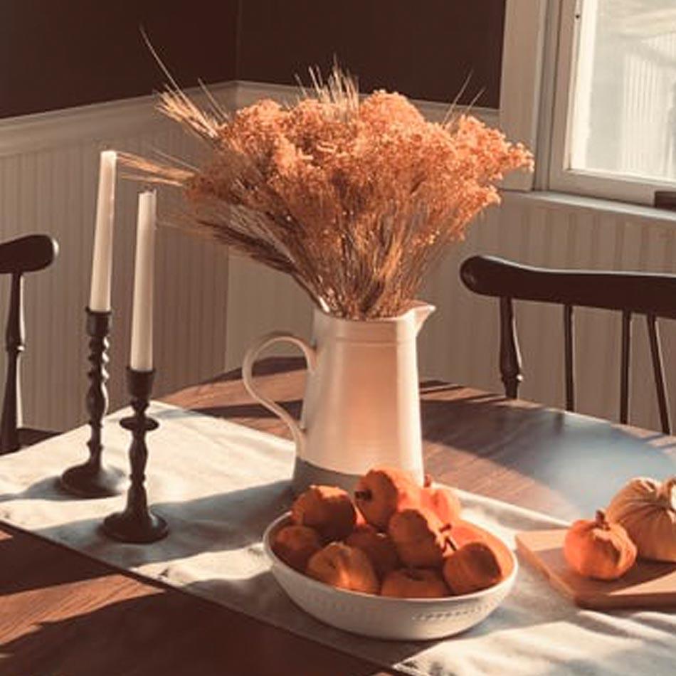 fall floral arrangements, fall floral decor, fall vase arrangements, fall vases, leafy arrangements, wild flower arrangements, fall table design, thanksgiving florals, thanksgiving floral arrangements, dried grasses arrangements, dried flowers