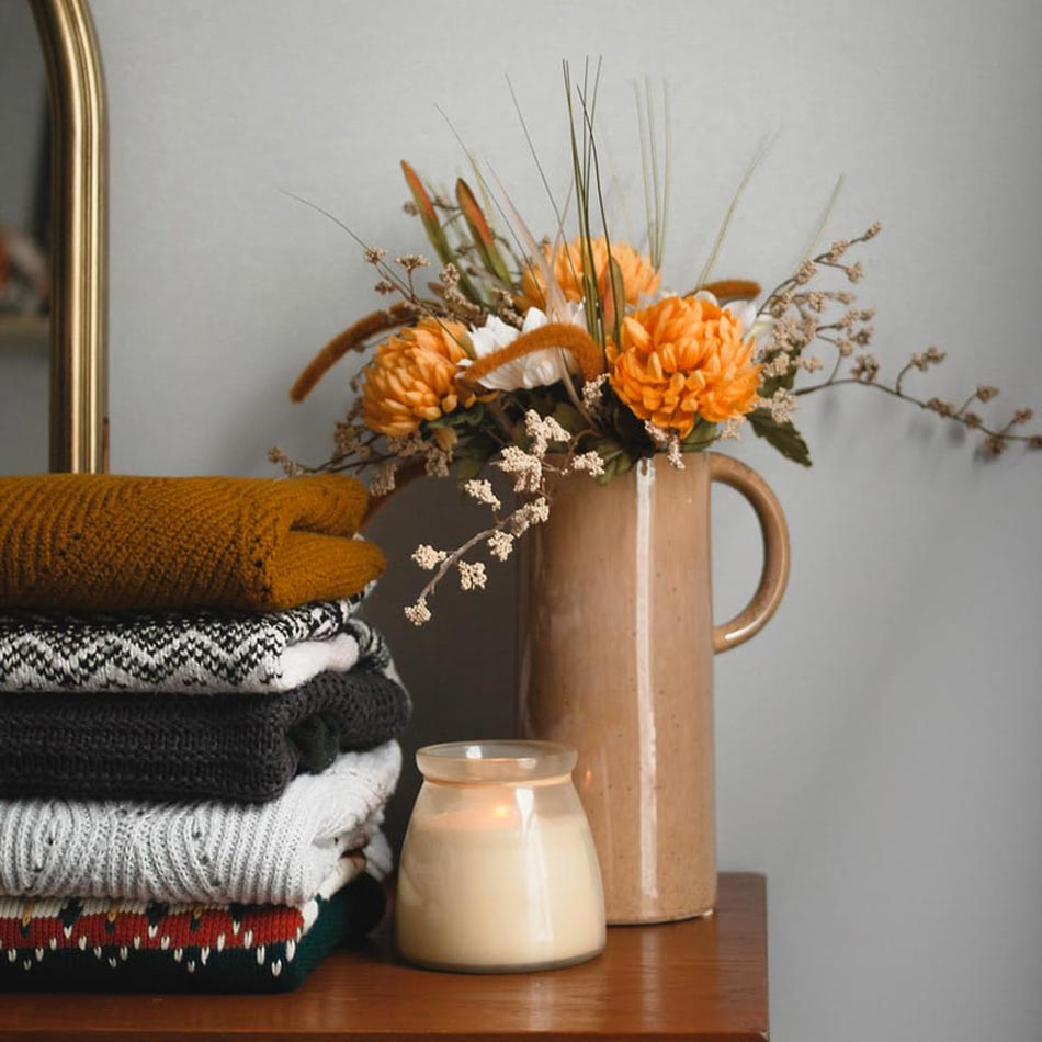 fall floral arrangements, fall floral decor, fall vase arrangements, fall vases, leafy arrangements, wild flower arrangements, fall table design, thanksgiving florals, thanksgiving floral arrangements, wildflowers and grasses, easy DIY floral arrangements